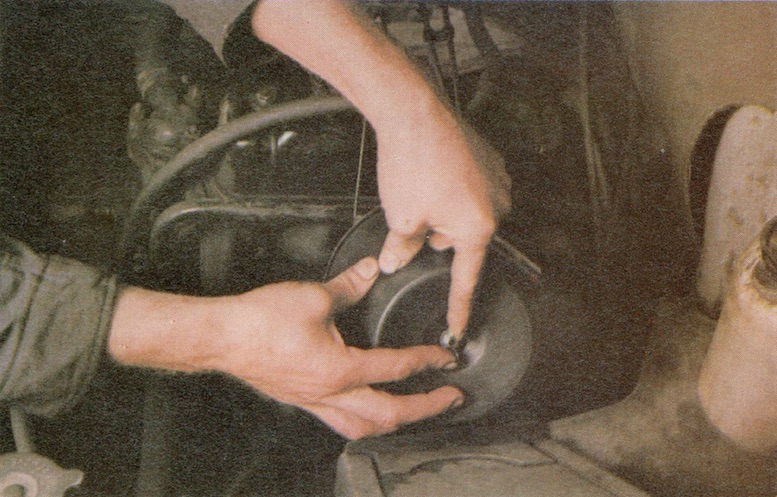 How to change Paper Type Air filters on a Classic Car Image 1