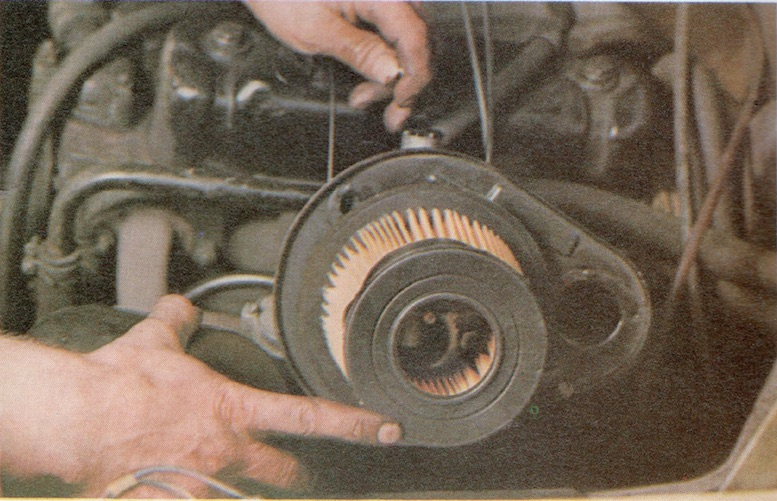 How to change Paper Type Air filters on a Classic Car Image 3