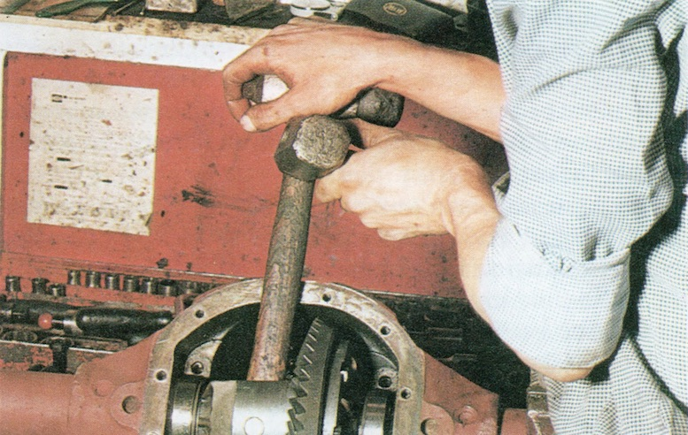How To Remove An MGB Differential Pic 3