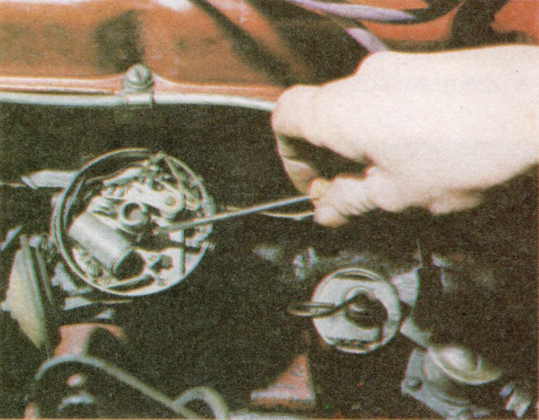 Lubricating a Distributor cam