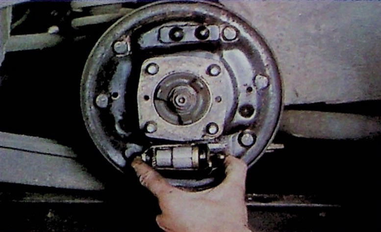 Check Brake Wheel Cylinder Is Free To Move