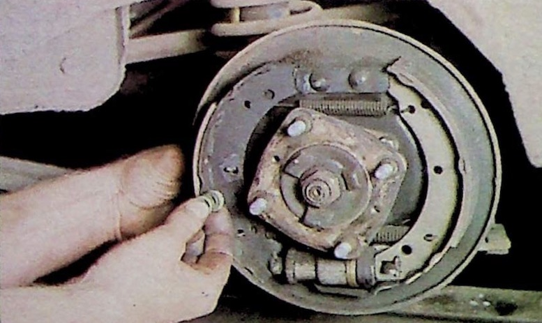 Removing the clip and pin on Drum Brakes